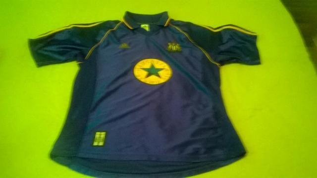 ec6b682a580d5 Camisa Newcastle Década de 90 + Calça Adidas Originals - Esportes e ...