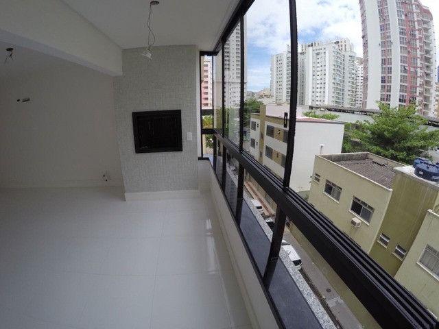 Excelente apartamento novo com uma área externa diferenciada! Quadra mar! - Foto 2