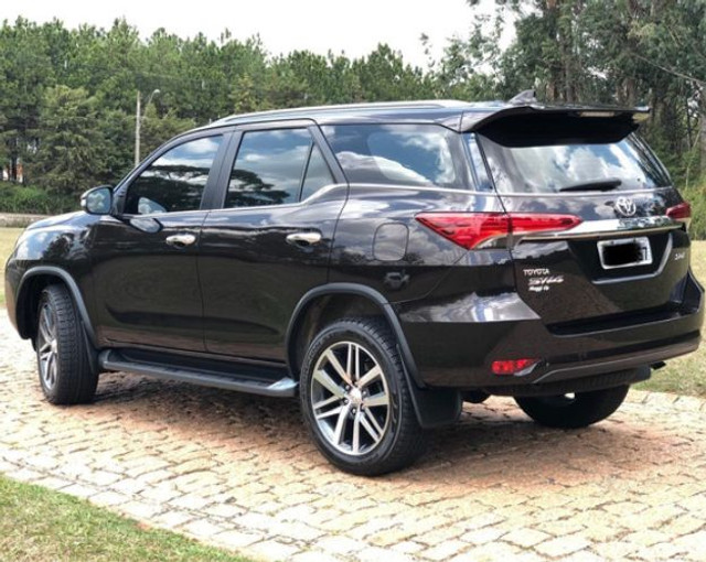 Toyota Hilux SW4 4x4 - Foto 4
