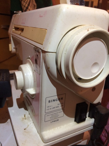 Máquina para costura singer LP 402 B 110V cor laranja  RELÍQUIA  - Foto 4