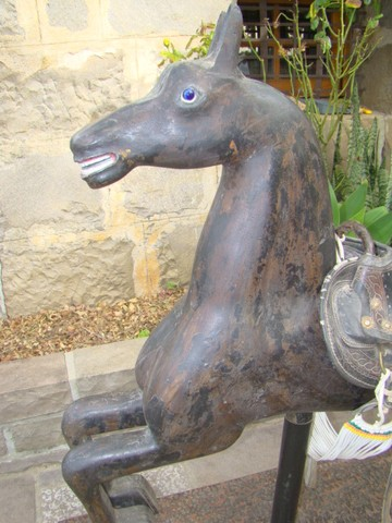 Cavalo de carrossel antigo - Foto 5