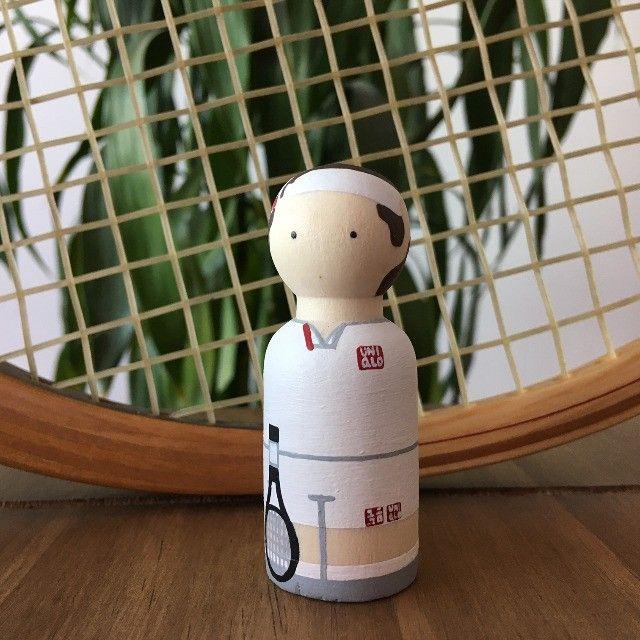 Miniatura Tênis Em Madeira - Federer - Foto 2