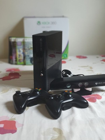 Xbox 360 4gb desbloqueado + Kinect + 2 controles sem fio + 5 jogos - Foto 2