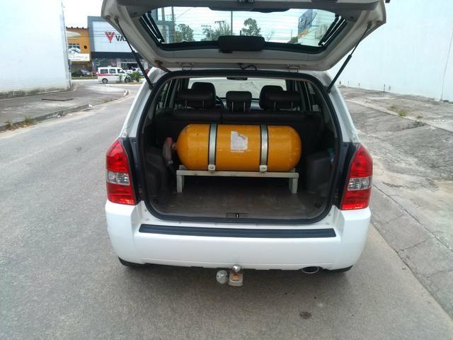 Vendo ou troco tucson automático com GNV banco de couro e multimídia - Foto 7
