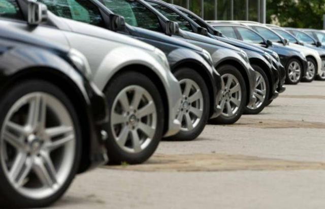 Carros de várias marcas e modelos