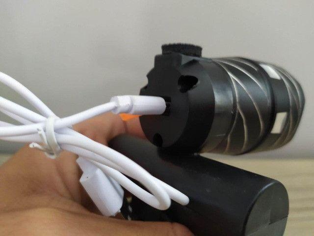Lanterna De Bike - Recarregável - Foco ajustável - pisca - Foto 2