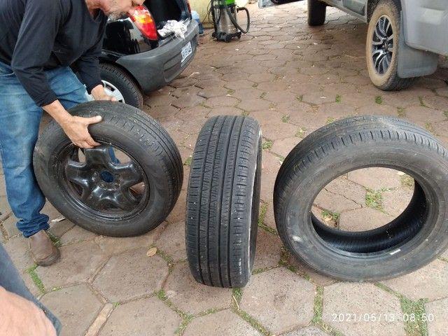 Vende se 2 pneus sem Aro e 1 com aro usados - Foto 3