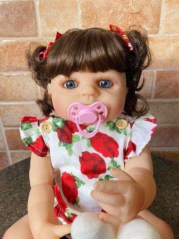 Linda bebê Reborn toda em Silicone cabelão Nova Original (aceito cartão) - Foto 6