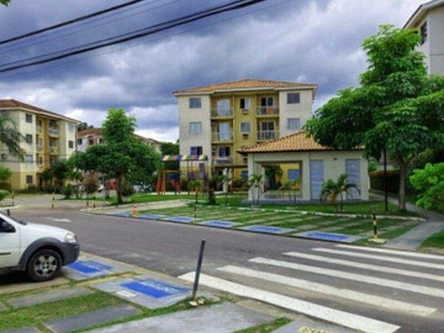 Apartamento com 3 Quartos e 1 banheiro à Venda, 56 m² por R$ 190.000