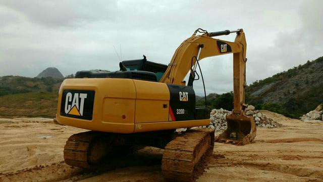 CAT 320 D2L Revisada na garantia