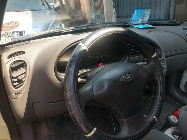 Ford Fiesta 2001 - Foto 2