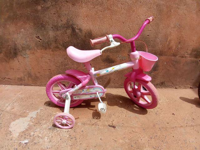 Bicicleta rosa pequena - Foto 2