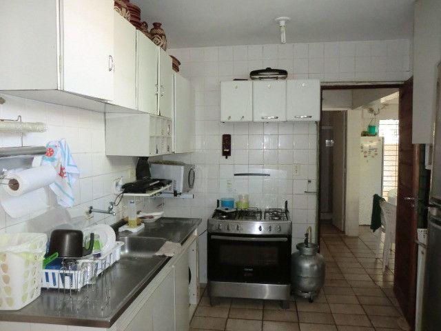 Casa com 5 quartos sendo 2 suíte, lado do mar e próximo a avenida em Pau Amarelo - Foto 4