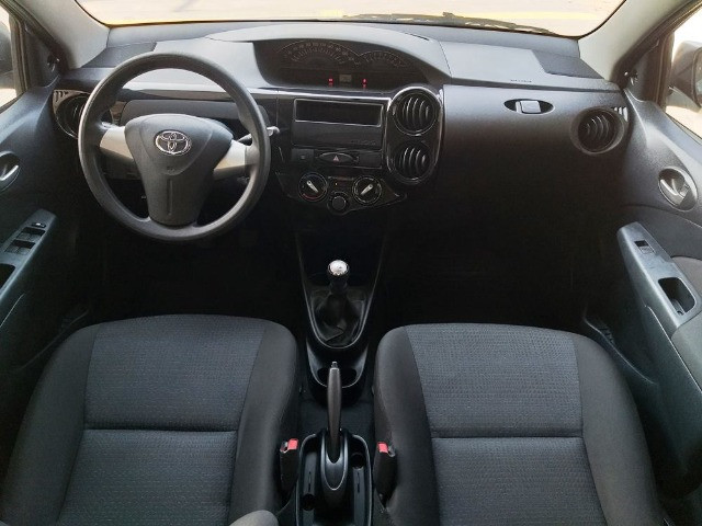 Toyota Etios Hatch 1.3 X Flex - 2013/2014 - R$ 34.000,00 - Foto 6
