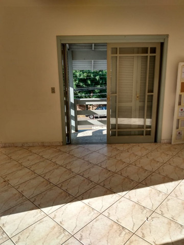 Alugo Apartamento 2 dormitórios, banheiro social com hidro, semi mobiliado - Foto 2