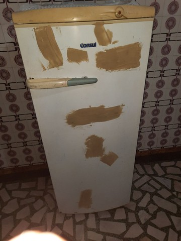 Vendo geladeira 300 reais - Foto 2