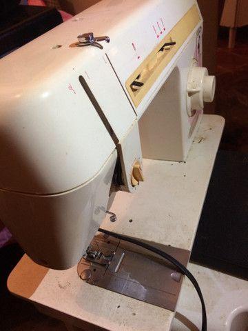 Máquina para costura singer LP 402 B 110V cor laranja  RELÍQUIA  - Foto 3