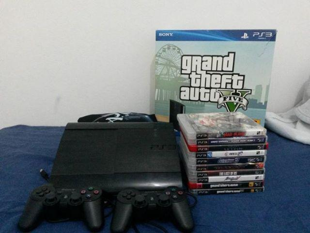 PS3 - 250 GB - 2 controles sem fio SONY