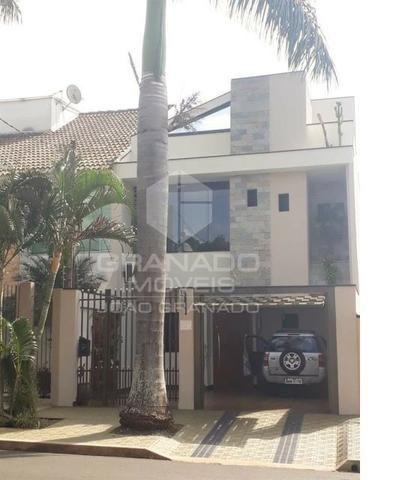 10699 | Casa 03 quartos (01 suíte com closet) + churrasqueira + teto de vidro | 163m²