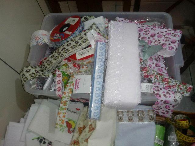 Máquina de costura + tecidos e aviamentos. - Foto 4