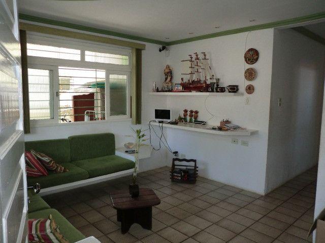 Casa com 5 quartos sendo 2 suíte, lado do mar e próximo a avenida em Pau Amarelo - Foto 6