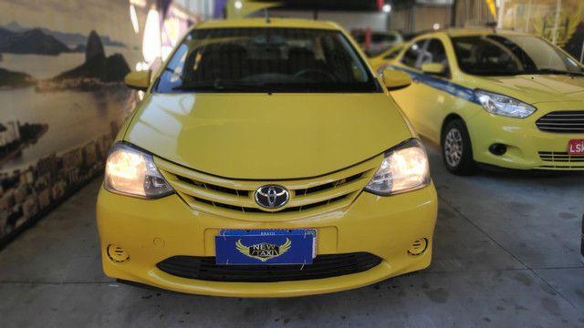 Ex Táxi Etios Sedan X 2016 temos mais de 60 carros no estoque