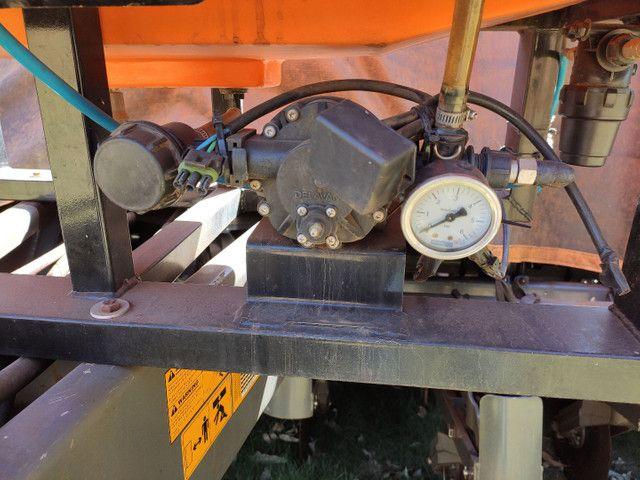 Tanque pulverizador inoculante Micron para plantadeiras Genius 600 litros  - Foto 2