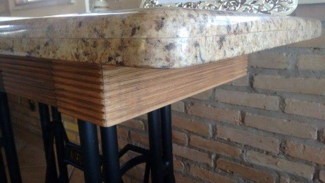 Mesa de Granito projetada sobre pé de máquina de costura Mercswiss antiga. - Foto 4