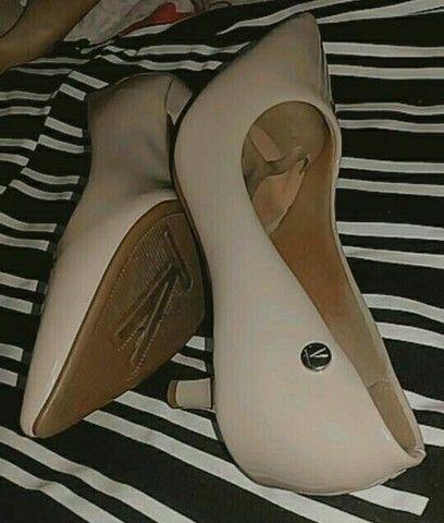 Sapatos semi novos, tamanho 36 37 E 37 38  - Foto 3