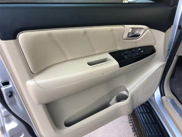 Toyota Hilux SW4 5 lugares - absolutamente impecável - Foto 4