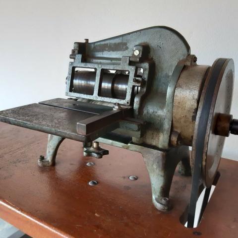 Maquina de cortar tiras de couro Cardoso - Foto 2