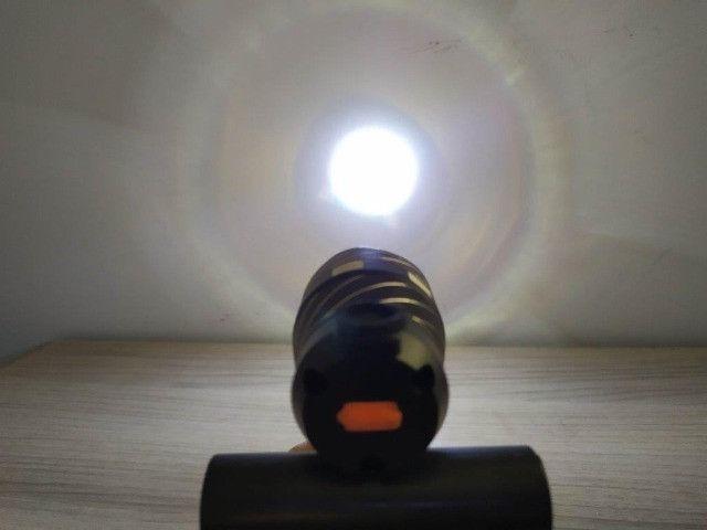 Lanterna De Bike - Recarregável - Foco ajustável - pisca