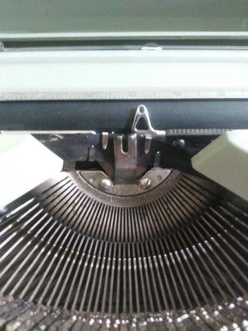 Máquina de escrever década de 60/70 - Foto 4