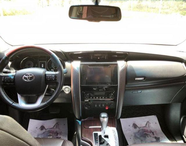 Toyota Hilux SW4 4x4 - Foto 3