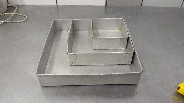 Conjunto de Formas De Bolo Quadrado Alumínio  -Redenção/Ce - Foto 3