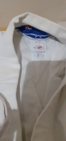 Kinormo de karatê Jr pouco usando de  competição da marca TORAH  RS 50 são dois kinormos - Foto 3
