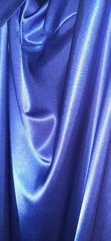 Vestido de festa midi azul acetinado - Foto 4