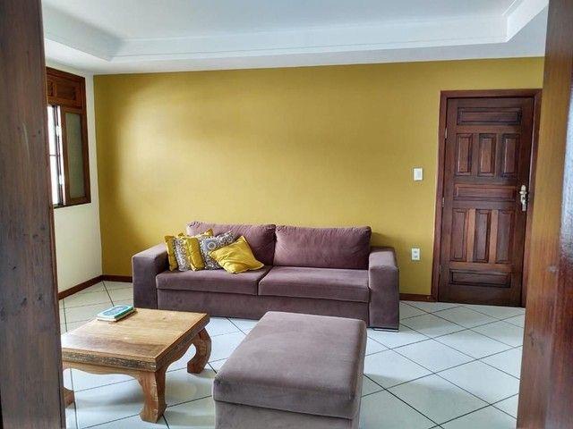 Apartamento amplo com varanda no bairro São Roque. Financia