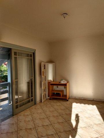 Alugo Apartamento 2 dormitórios, banheiro social com hidro, semi mobiliado