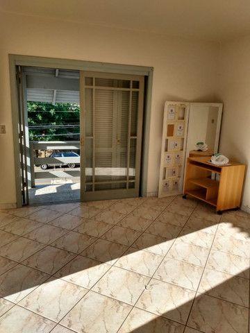Alugo Apartamento 2 dormitórios, banheiro social com hidro, semi mobiliado - Foto 4