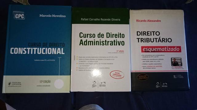 Livros jurídicos em excelente estado