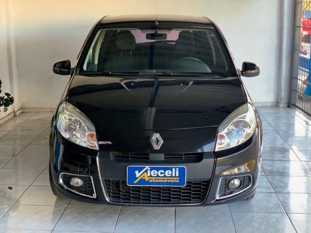Renault Sandero Privilege 1.6 automático 2013