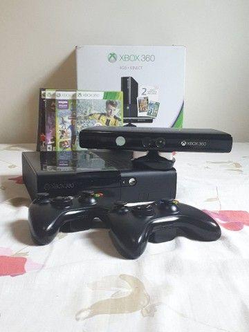 Xbox 360 4gb desbloqueado + Kinect + 2 controles sem fio + 5 jogos