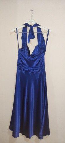 Vestido de festa midi azul acetinado - Foto 3