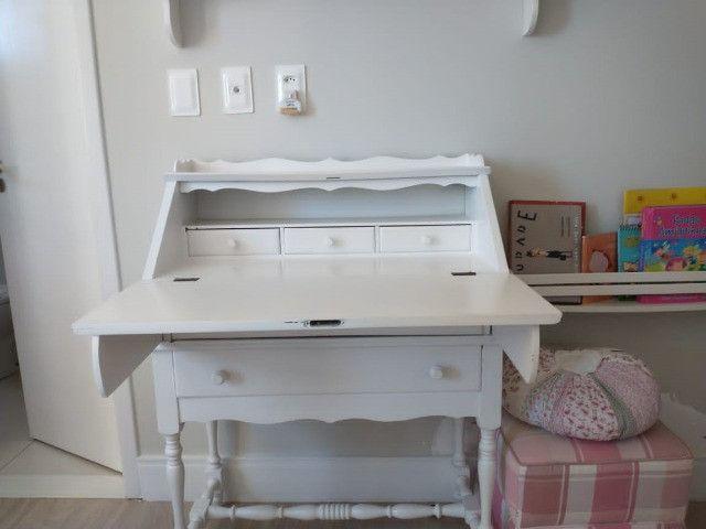 Escrivaninha laqueada com cadeira R$500,00 - Foto 3