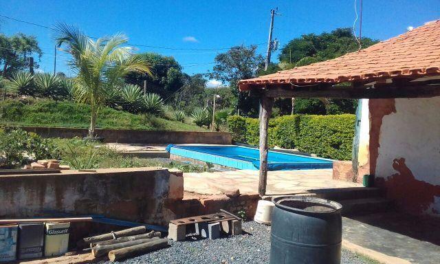 Area de 8500 Metros/Casa Com Piscina ,Bem Localizada