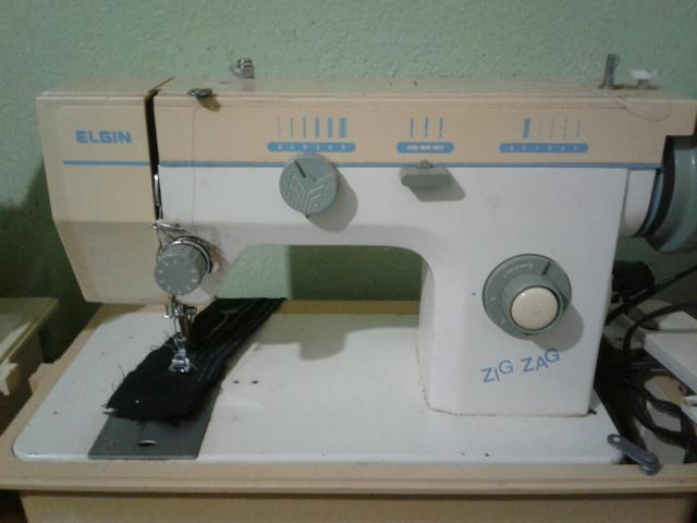 Máquina de costura ELGIN