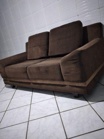 Vendo sofá 2 lugares muito confortável  - Foto 2