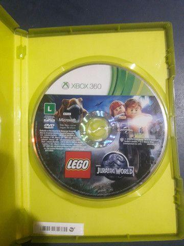 Lego Jurassic World Jogo Xbox 360 1-2 jogadores - Foto 3