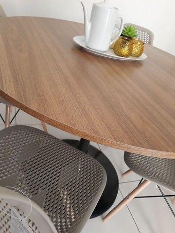 Conjunto mesa saarinen com 4 cadeiras Eiffel colméia  - Foto 3